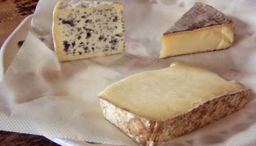 cantal,saint-nectaire,bleu d'auvergne,jambon d'auvergne,saucisse